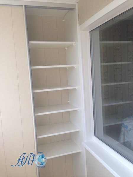 шкаф для балкона с полками