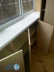 шкаф для балкона под окна