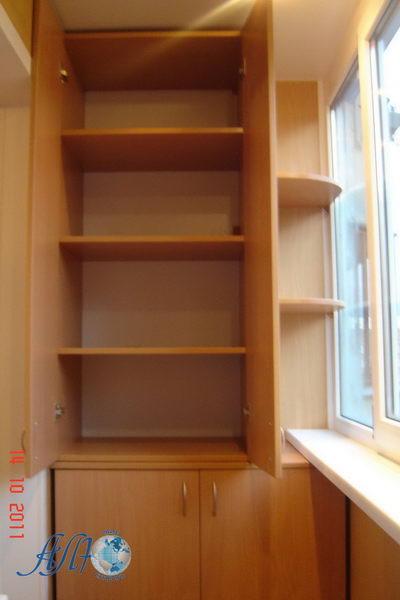 шкаф для балкона с выносными полками