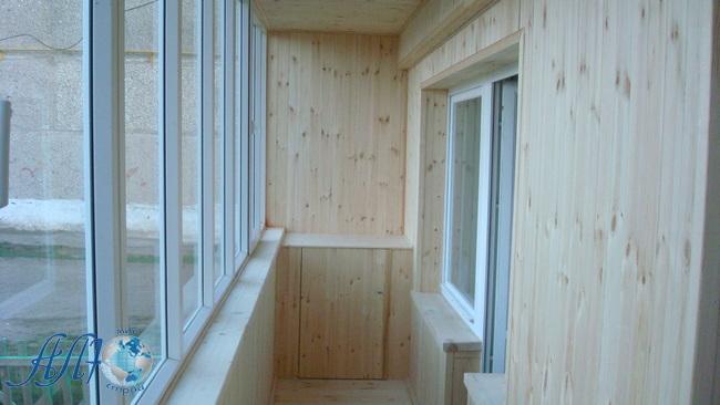 отделка балкона деревянной вагонкой под заказ в Минске