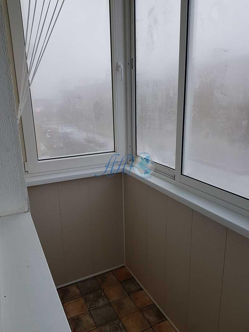 маленький балкон отделка ламинированными панелями