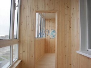 фото отделанного балкона вагонкой